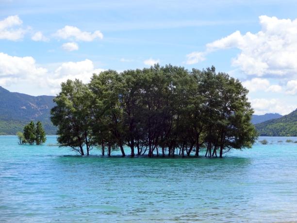 Parc-naturel-de-la-Sierra-et-des-gorges-de-Guara-lac-1
