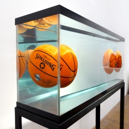 Jeff-Koons-5-Three-Ball-Total-Equilibrium-Tank-(Dr-J-Silver-Series),1985(1)